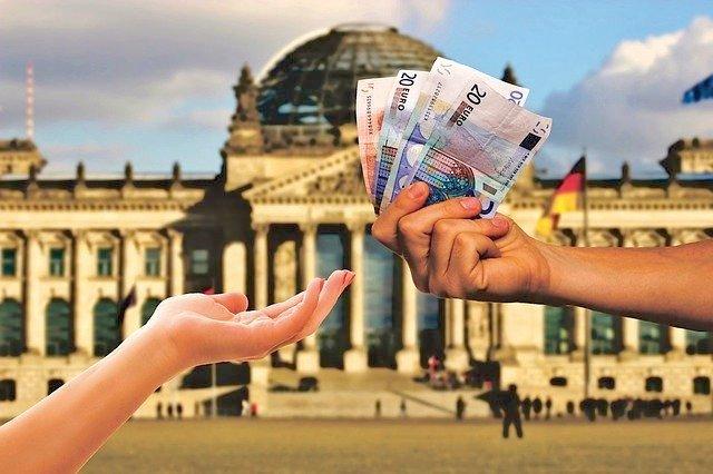 money-3864576_640